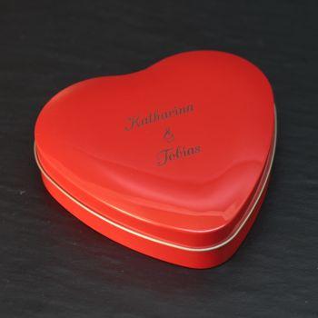 Herzdose metall mit Gravur, rot