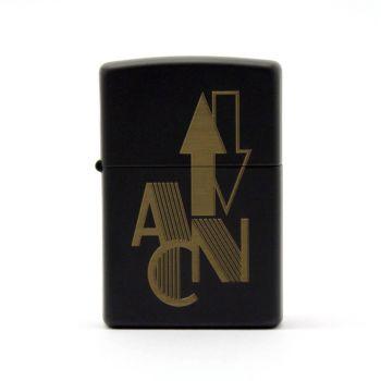 zippo schwarz mit gravur initialen