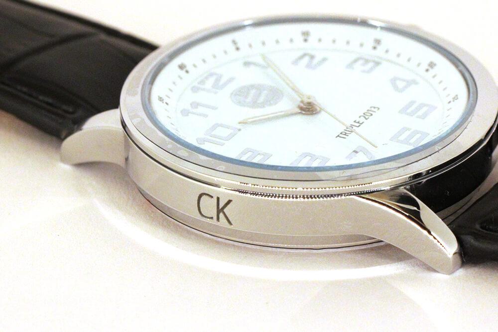 gravur auf metall armbanduhr